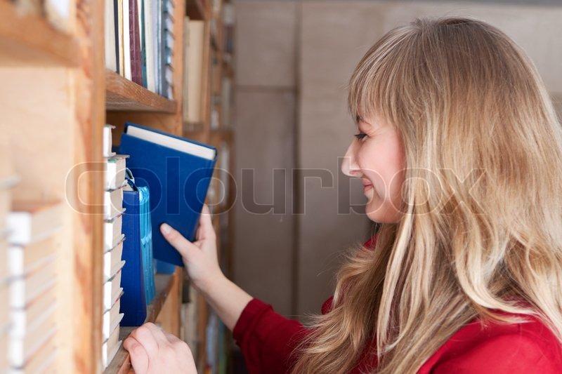 bibliotek bog moral smukke piger