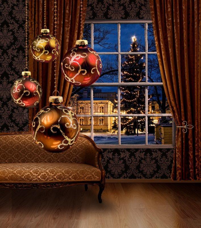 Weihnachtskugeln im zimmer blick auf die stadt fenster - Weihnachtskugeln fenster ...