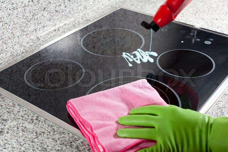 Reinigen Sie Das Kochfeld Stockfoto Colourbox