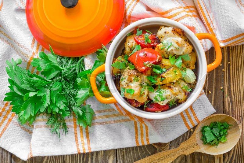 Курица с овощами в горшочках с фото
