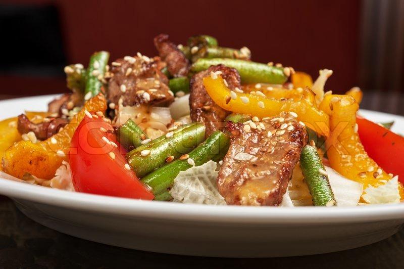 Теплый салат из телятины с