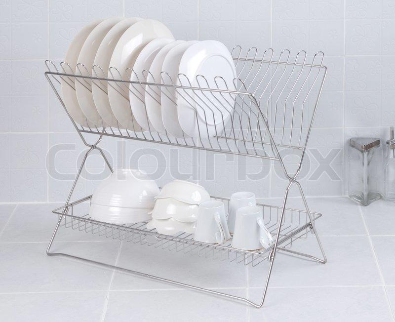 Edelstahl Regal für die Aufbewahrung Geschirr und Tassen | Stockfoto ...