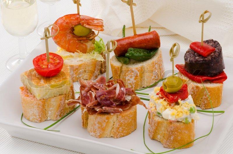 Spanische Küche Tapas Tray montaditos | Stockfoto | Colourbox