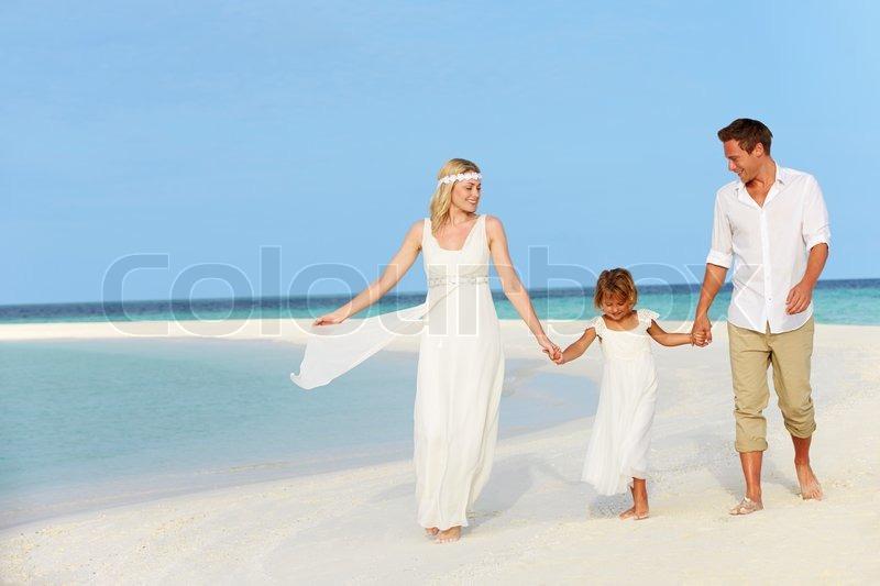 Familie Am Schonen Strand Hochzeit Stockfoto Colourbox