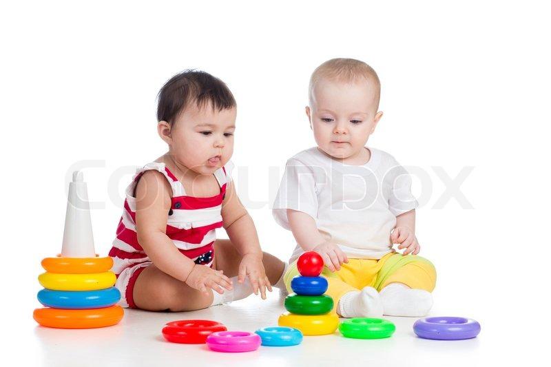 Kinder mädchen spielen spielzeug zusammen stock foto