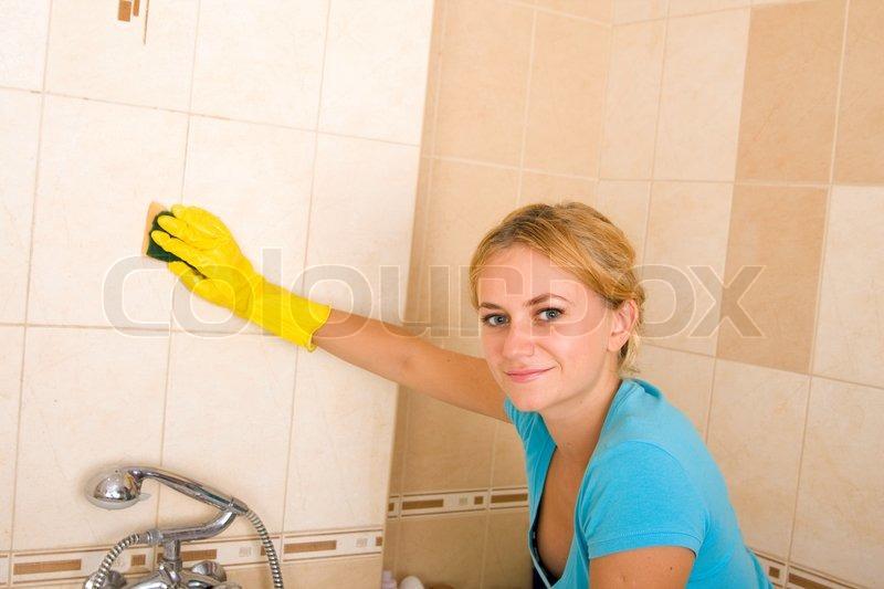 Фото как моется девушка