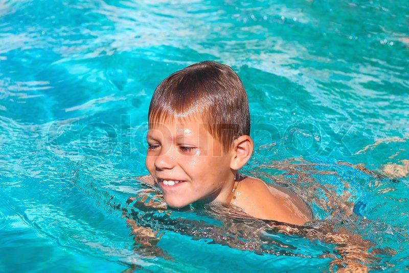 Smiling Junge im Schwimmbad auf  | Stock Bild | Colourbox