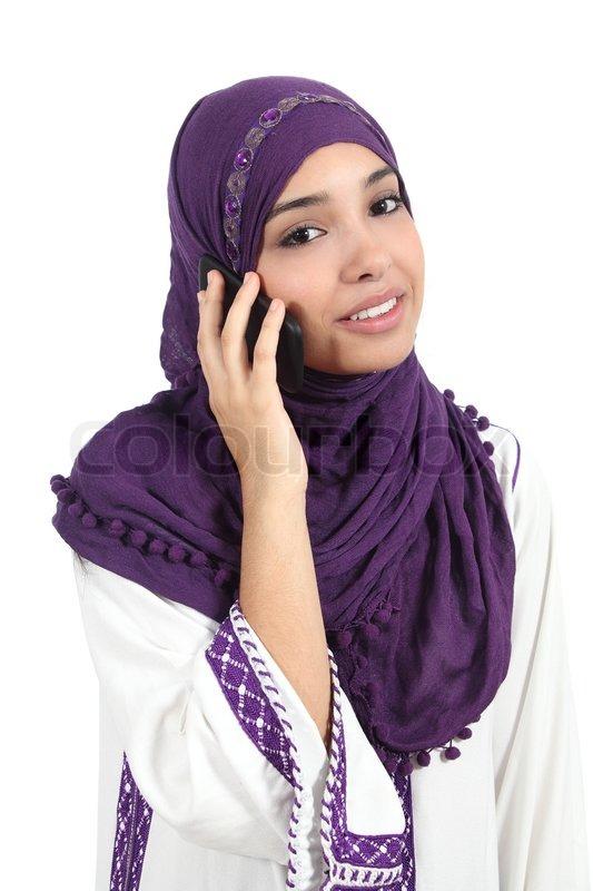 sch ne arabische frau tr gt ein kopftuch auf dem handy stock foto colourbox. Black Bedroom Furniture Sets. Home Design Ideas