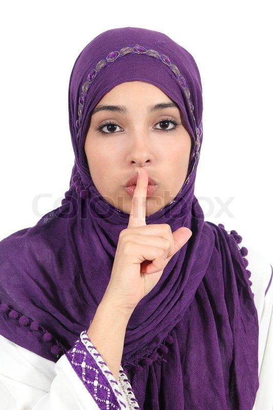 sch ne islamische frau tr gt ein kopftuch um ruhe bittet stockfoto colourbox. Black Bedroom Furniture Sets. Home Design Ideas