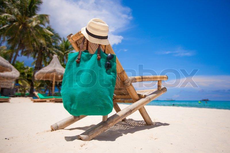 Meget Wooden strand stol med hat og taske på | Stock foto | Colourbox DO45