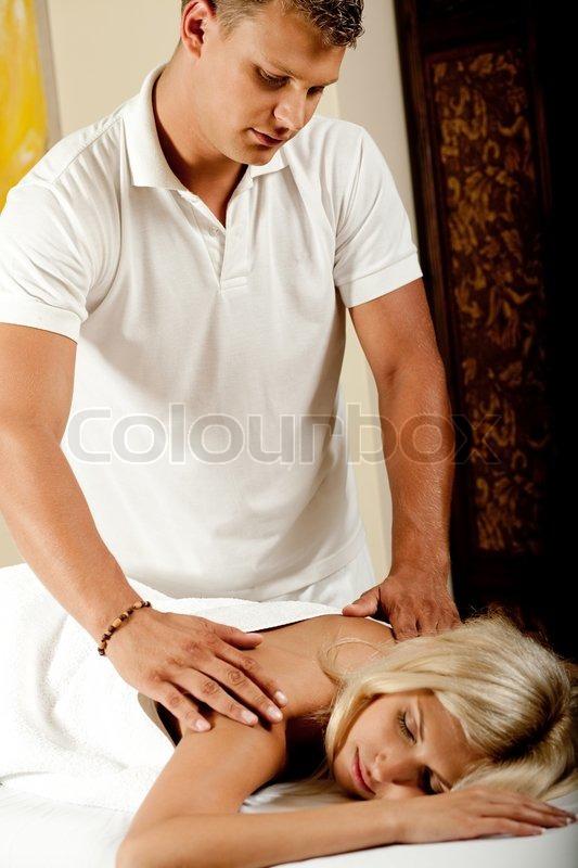 Парень для массажа жене в москве