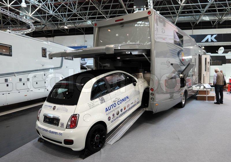 Dusseldorf september 4 luxury rv with a built in garage for Planimetrie del garage rv