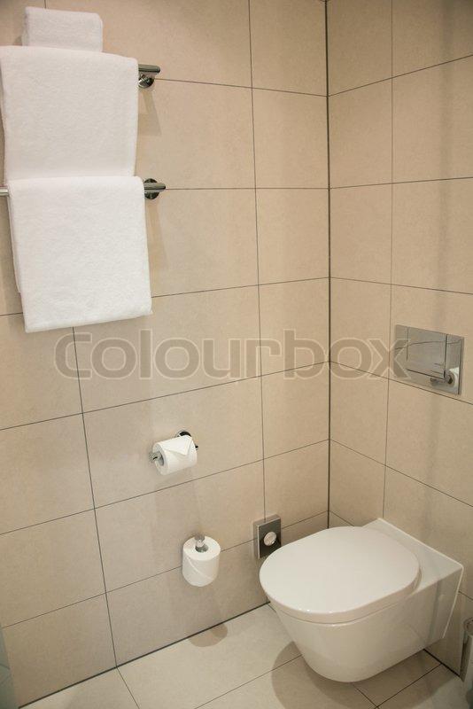 moderne toilet i badev relset stock foto colourbox