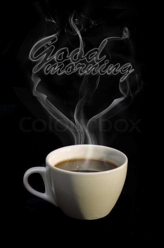 tasse hei en kaffee mit guten morgen dampf auf dunklem. Black Bedroom Furniture Sets. Home Design Ideas