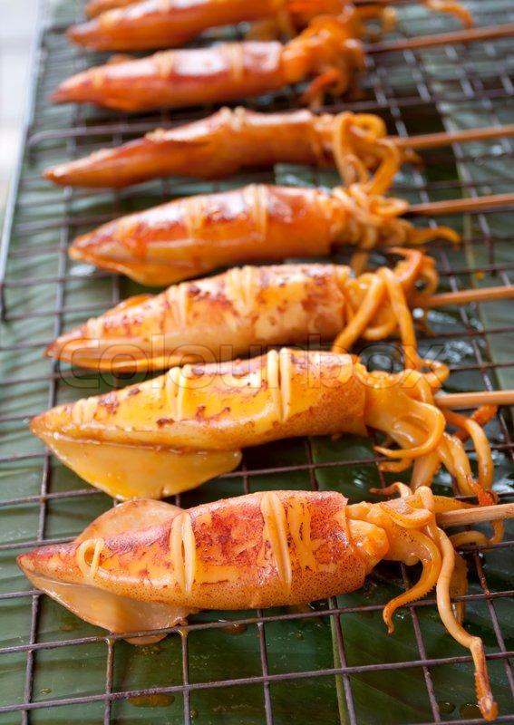 gegrillter tintenfisch thailand food grill aus tintenfische auf dem markt verkauft warter. Black Bedroom Furniture Sets. Home Design Ideas