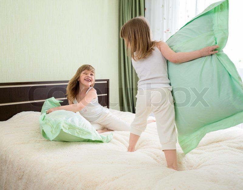 Подружки в кровати