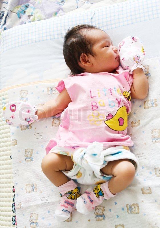 neugeborenes asiatisches baby schlafsack stockfoto colourbox. Black Bedroom Furniture Sets. Home Design Ideas