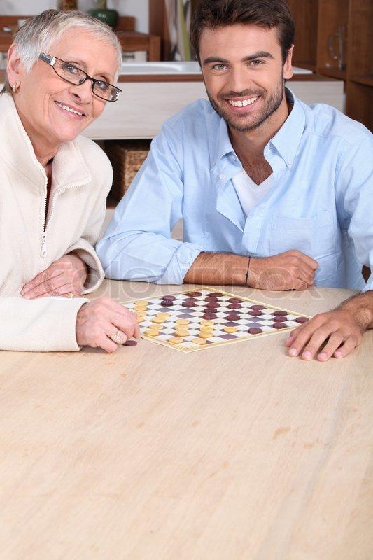 Ung mand at spille spil med ældre  | Stock foto | Colourbox
