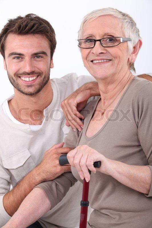 ældre kvinde ung mand masagepiger