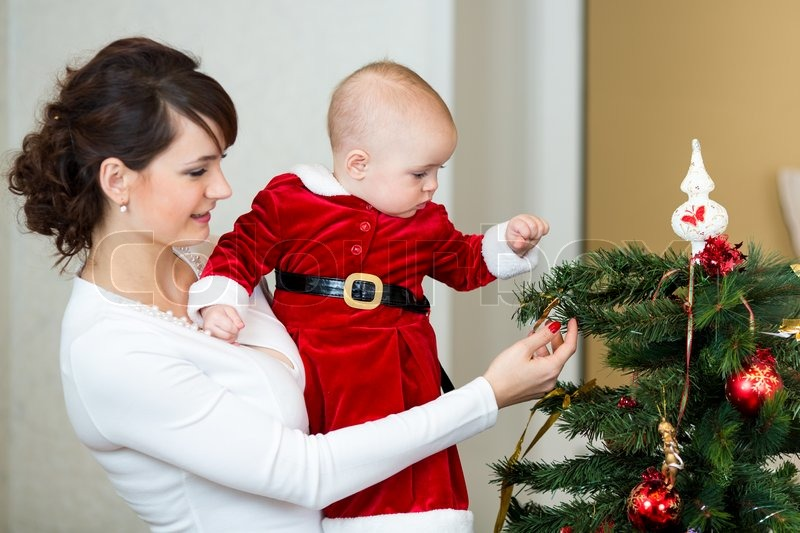 Decorating christmas tree for baby toddler decorating for Baby christmas tree decoration