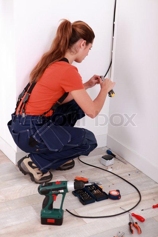 Elektriker, Installation von elektrischen Leitungen | Stockfoto ...