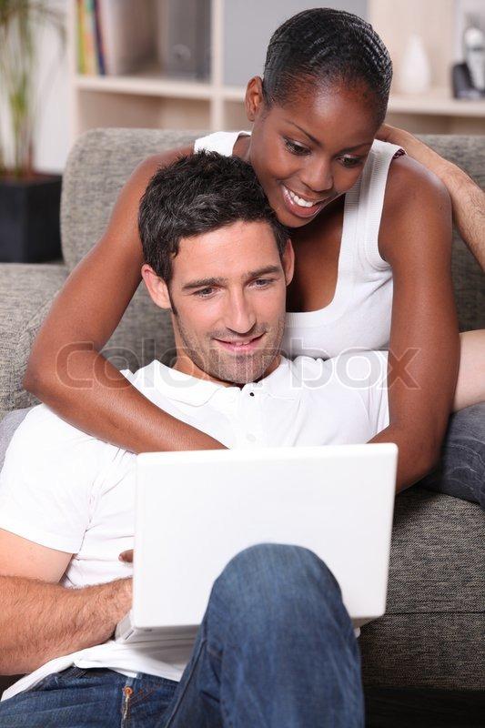 Großer weißer Mann fickt eine kleine schwarze Frau mit einem großen Schwanz - - Porno Video Online
