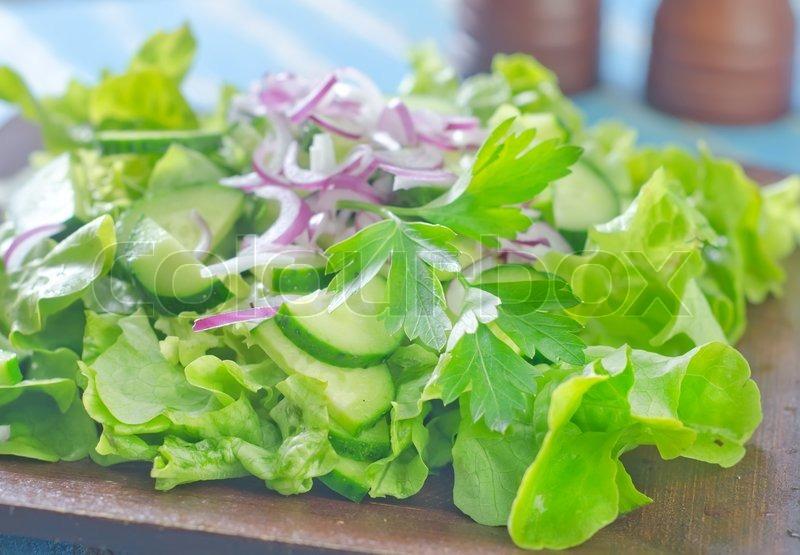 Salat Med Agurk Stock Foto Colourbox