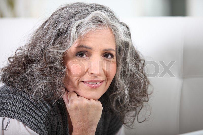 Grauhaarige Frau | Stock Bild | Colourbox