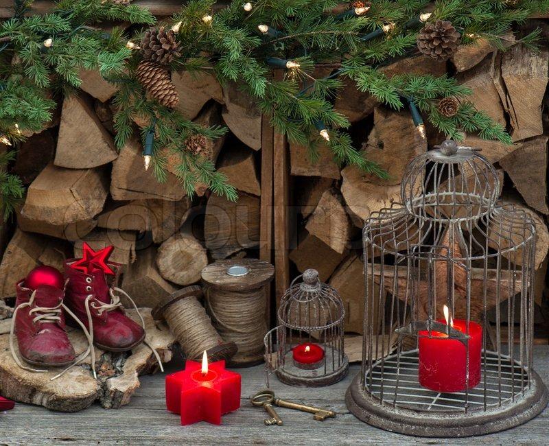 vintage stil weihnachten dekoration mit roten brennenden. Black Bedroom Furniture Sets. Home Design Ideas