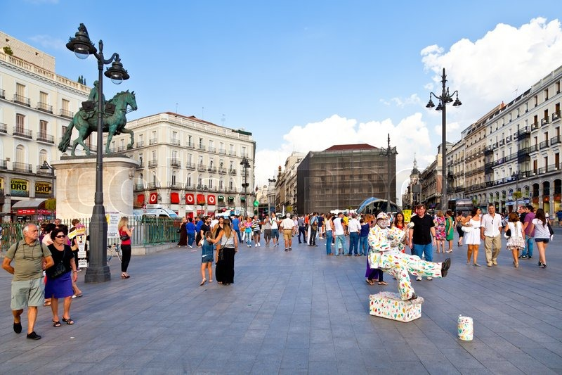 Puerta del sol madrid one of the famous landmarks of the for Kilometro 0 puerta del sol