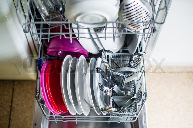 geschirrspüler nach reinigung  seichte dof  stockfoto  ~ Geschirrspülmaschine Dreckig