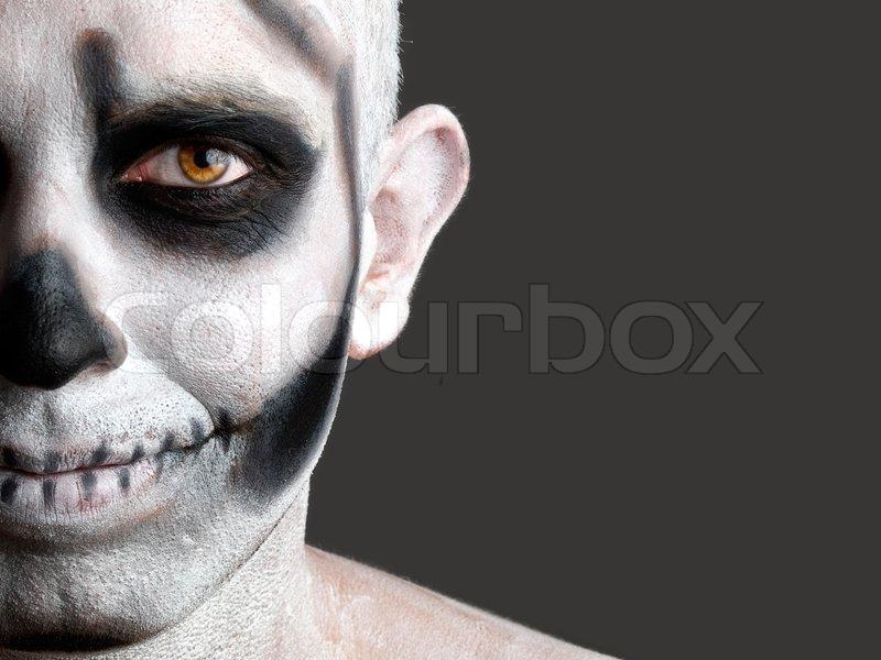 gesicht mann mit einem totenkopf gemalt 2 stockfoto colourbox. Black Bedroom Furniture Sets. Home Design Ideas