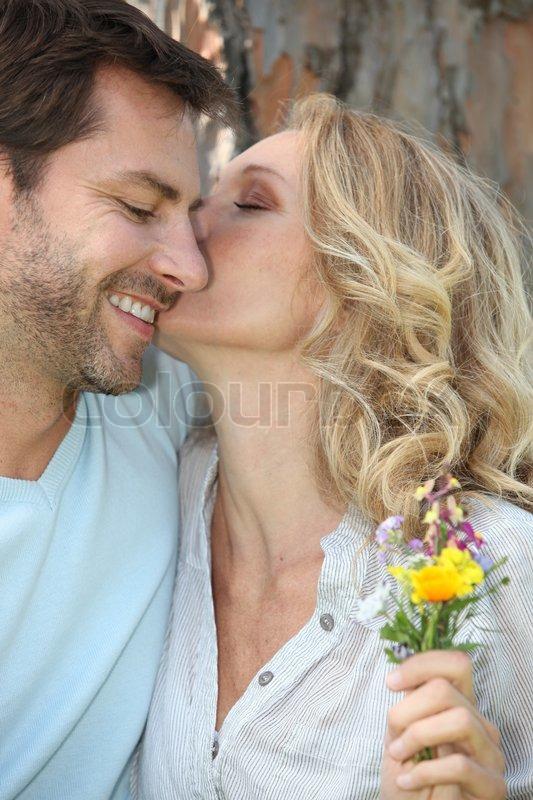 gift voksen kysse