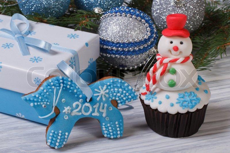 Christmas Dekor Muffin Schneemann Und Lebkuchen Pferd Stockfoto