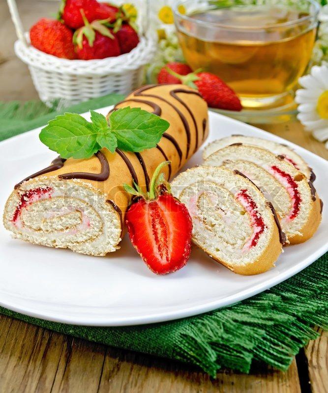 Рецепт рулета с ягодами фото