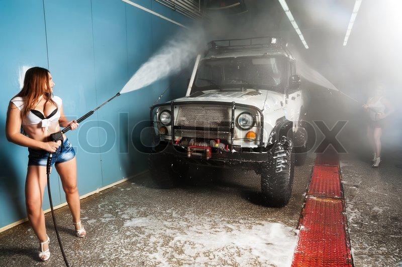 Frauen Waschen Auto