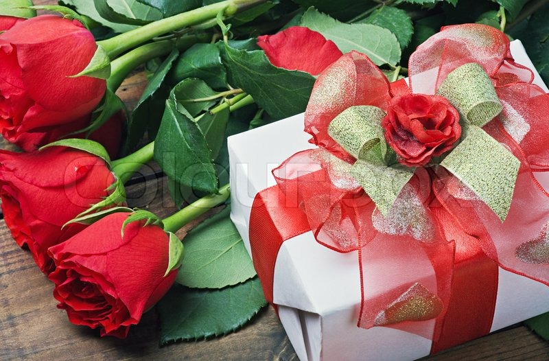 Red Roses And Gift Box For Birthday
