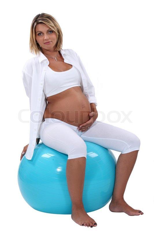schwangeren bauch halten und sitzen auf einem. Black Bedroom Furniture Sets. Home Design Ideas