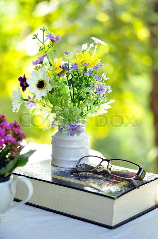 Guten Morgen Mit Blumenstrauß Stock Bild Colourbox