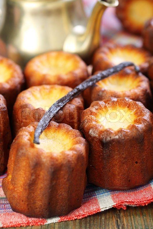 Kleine Franzosische Kuchen Canele Und Stockfoto Colourbox
