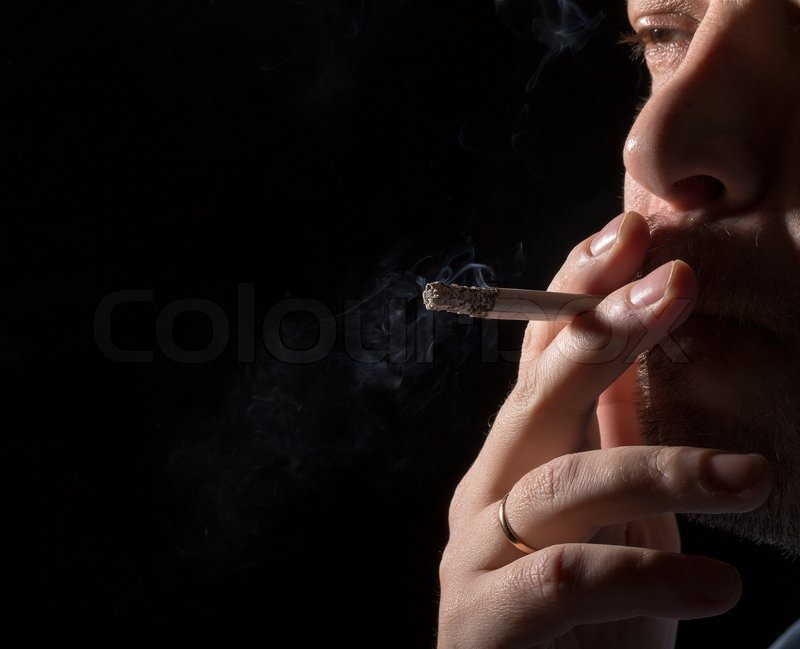 Смысл картинки с маленьким ребенком с нимбом курящего сигарету и пьющего