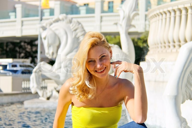 Vacation in Las Vegas. Girl on background of the fountain. , stock photo