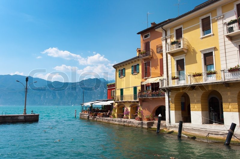 A property in Lake Garda on the coast inexpensively