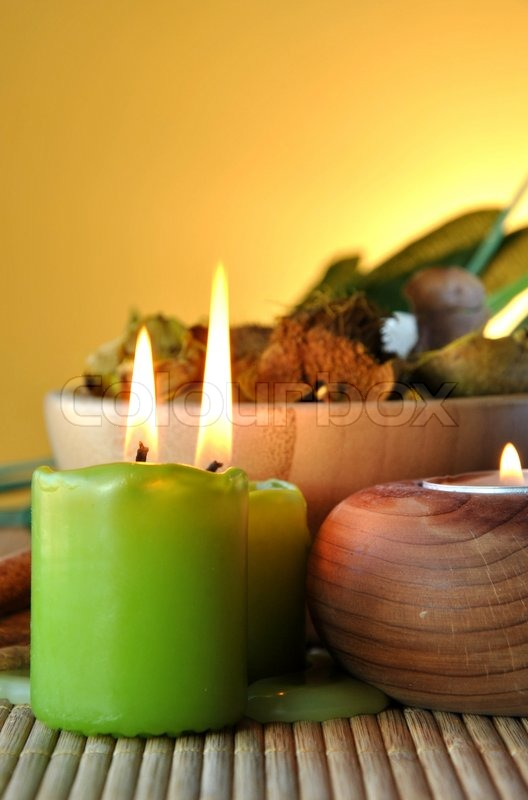 Scented candles and salts for spas and massages stock for Spa smelling candles