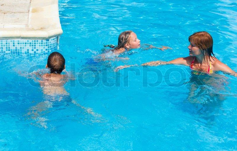 Сын купается с мамой 16 фотография