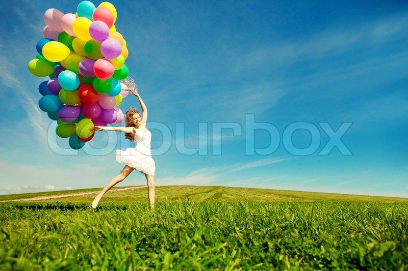 Alles Gute Zum Geburtstag Frau Gegen Den Himmel Mit Regenbogen