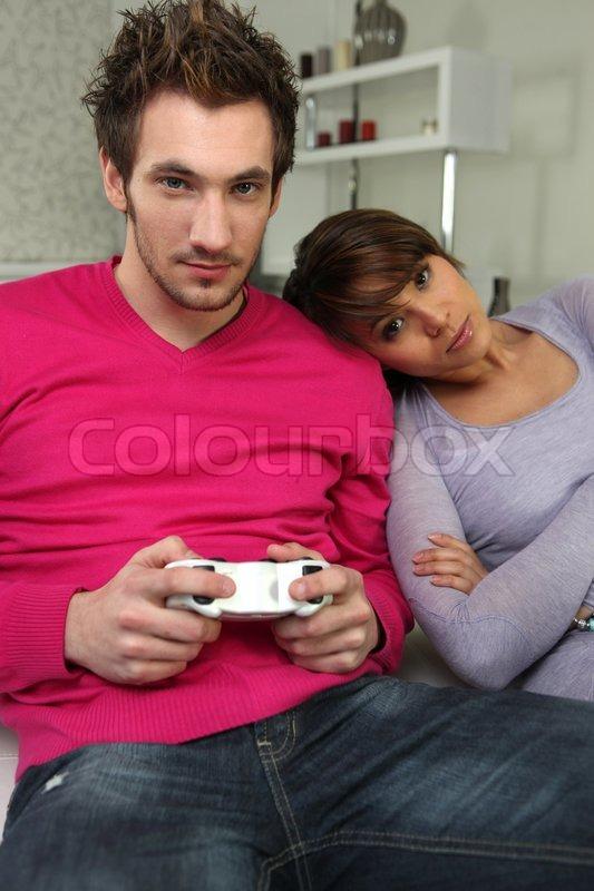 Девушка смотрит как ее парень, огромные сиськи в вебке