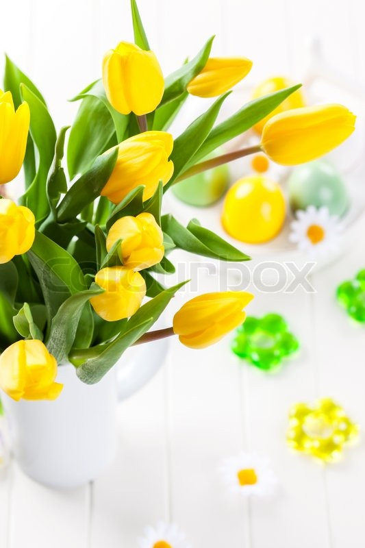 Stock image of 'beautiful Easter still life with fresh tulips '
