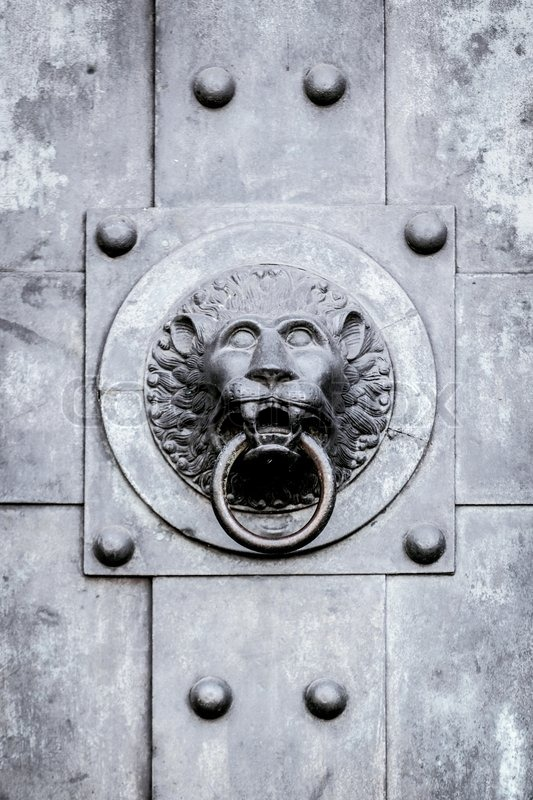 Stock image of 'Lion door knob'