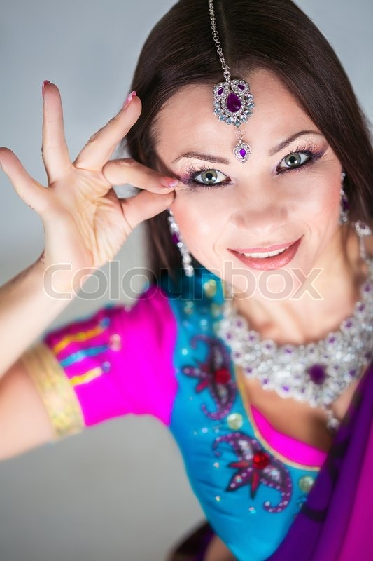 Stock image of 'Indian woman dancing in national clothes'